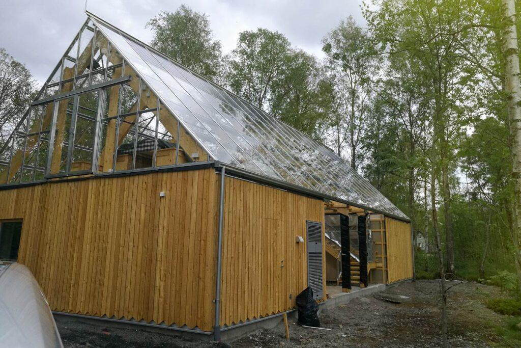 Solceller installerade på naturvilla